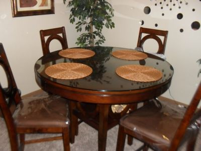 5 PC DINETTE TABLE WITH PROTECTIVE GLASS
