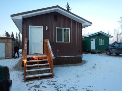 1 bedroom house with bath / spacious   5-10 minute walking distance from back gate of Ft.wainwright