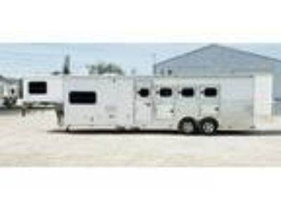 2015 Twister 4H 10.5 'LQ with Bunk 4 horses