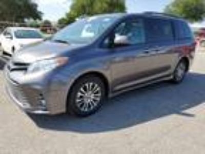 2019 Toyota Sienna XLE Sunroof, Leather & Power Liftgate