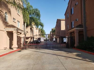 2 Bed 2.0 Bath Preforeclosure Property in Torrance, CA 90502 - S Vermont Ave Unit 6