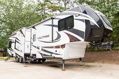 2013 Dutchmen Voltage V-Series Voltage v3950 toy hauler