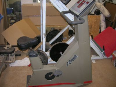 **LIFECYCLE 9500 STATIONARY BIKE**