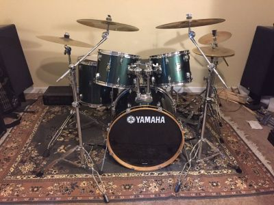 Drum set, 5-piece Yamaha with cymbals, stands