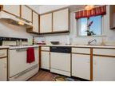 Clinton Place Apartments - 2 B/2 B Lower
