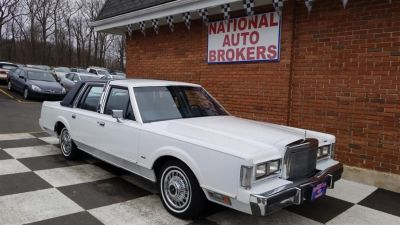 1988 Lincoln Town Car Base (White)