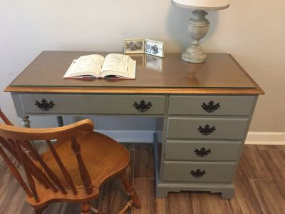 gray desk and chair