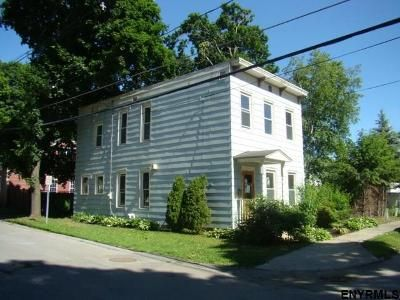 4 Bed 2.5 Bath Foreclosure Property in Saratoga Springs, NY 12866 - Nelson Ave