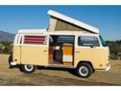 1971 Volkswagen Bus Vanagon Westfalia Retro Camper