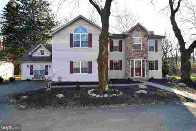 580 Shelbourne Rd Reading Four BR, Welcome to this custom built
