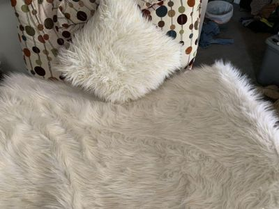 White and gold fluffy rug and pillow , these go with the retro pots dot chair recliner