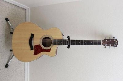 $800 Acoustic Electric Taylor 214ce W/gig bag