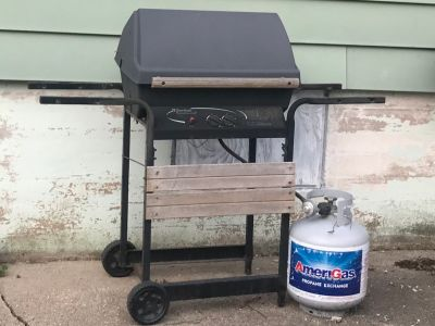 Charbroil gas grill/ brand new tank