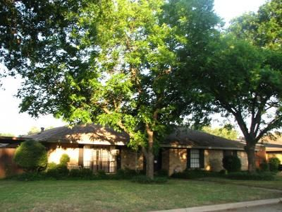 3 Bed 2.0 Bath Preforeclosure Property in Grand Prairie, TX 75050 - Prince John Dr