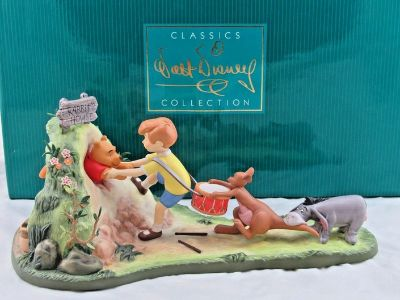 """Disney's WDCC """"Hooray, Hooray, for Pooh Will Soon Be Free!"""" LE Figurine"""