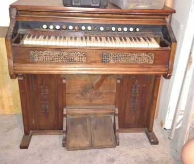 Antique pump organ from 1800,s