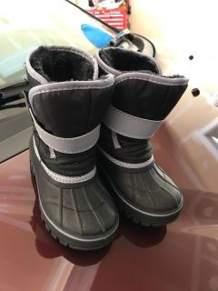Toddler size 7/8 snow boots