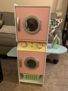 Washer/dryer play toy