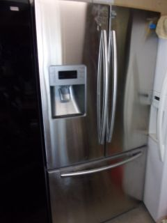 Samsung Refrigerator/Freezer With Water and Ice Dispenser