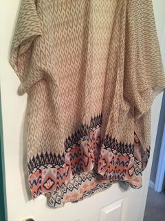 Gorgeous shawl, dress up or down. Great colors for jeans or dress pants