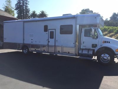 2003 UNITED SPECIALTIES DIESEL TOY HAULER