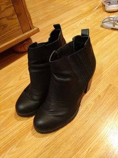 Sam & libby boots $10