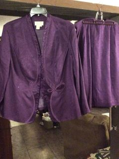 EUC Adrianna Papell long sleeve suit 18 Woman, lined silk 27 skirt elastic back with zipper 25 length fits more like 1X