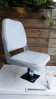 BOAT SEAT AND SWIVEL