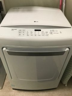 LG DRYER - Extra Large Capacity. LIKE NEW!