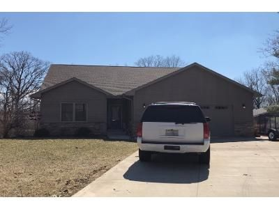 3 Bed 2 Bath Preforeclosure Property in Pekin, IL 61554 - Forest Hill Dr