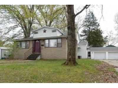 3 Bed 1 Bath Foreclosure Property in Benton, IL 62812 - W Webster St