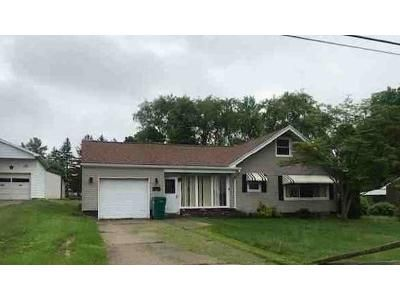 4 Bed 1 Bath Foreclosure Property in Ford City, PA 16226 - Oak Dr