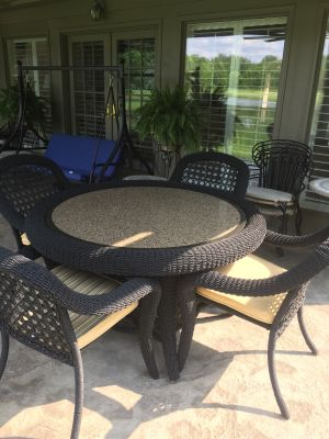Patio Wicker Table & 4 Chairs with cushions