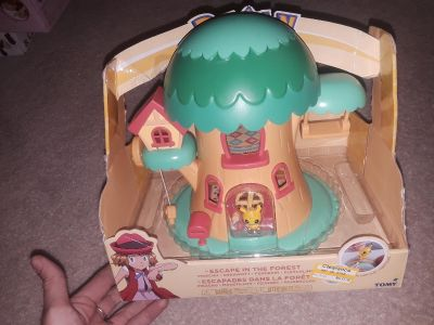 Brand new Pokemon escape in the forest play set