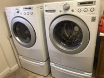 LG washer & dryer with petelstals