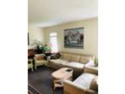 Glen Cove House for Rent/Hardwood Floors/Finished Basement/Yard