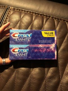 Crest 3D White 2 pack toothpaste 3.5 oz radiant mint. Retail $5.99