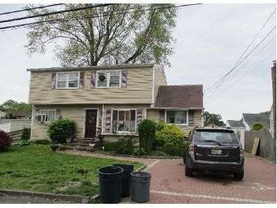 6 Bed 2 Bath Foreclosure Property in Lindenhurst, NY 11757 - 40th St