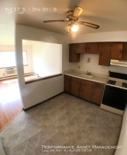 Outstanding 1BR Unit with New Flooring near South Milwaukee