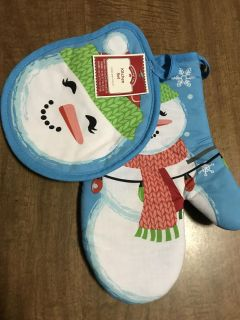 NWT Holiday Oven Mitt and Pot Holder