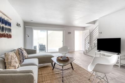 $4560 3 apartment in South Bay