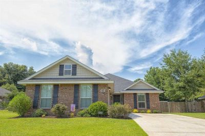 Adorable Brick Home in Hollowbrook Subdivision, Fairhope