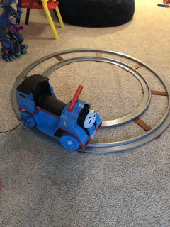 Power Wheels Thomas the train ride-on and track