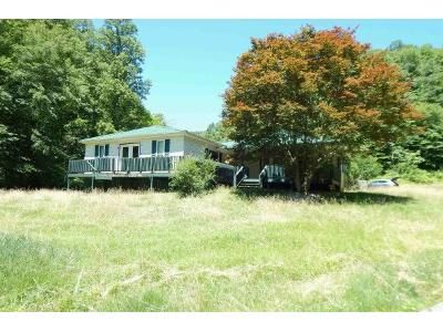 4 Bed 1 Bath Foreclosure Property in Chapmanville, WV 25508 - Canoe Br