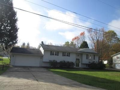3 Bed 2 Bath Foreclosure Property in Conneaut Lake, PA 16316 - Walnut Dr