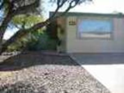 1000 Three BR 1632ft Immaculate Townhouse