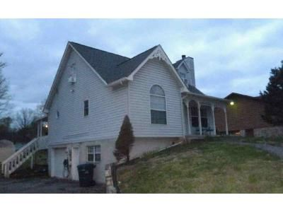 3 Bed 2.5 Bath Foreclosure Property in Morristown, TN 37814 - Old Stage Rd
