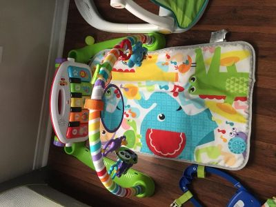 Activity mat with piano
