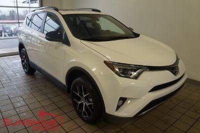 2018 Toyota RAV4 SE (Super White)