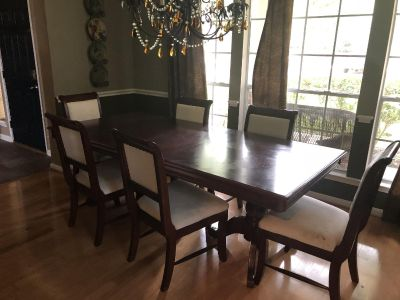 Dining Room Table with 8 chair